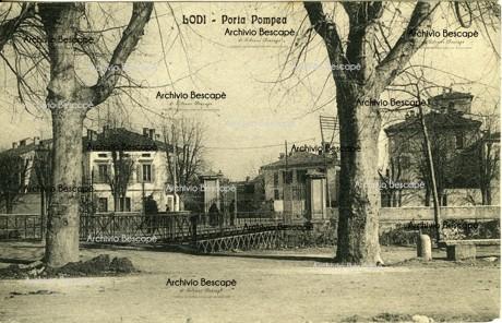 Lodi - Bastioni, Roggia Molina e Porta Pompea (attuali giardini pubblici Barbarossa)