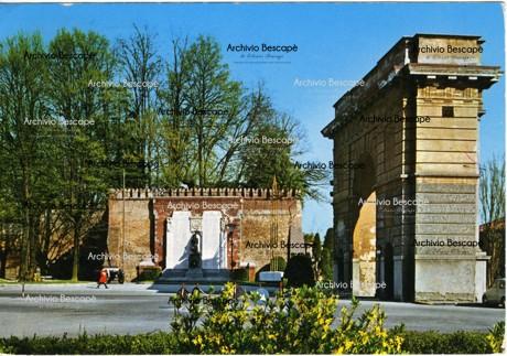 Lodi - Monumento ai caduti