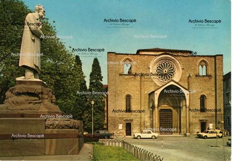 Lodi - Monumento a Paolo Gorini
