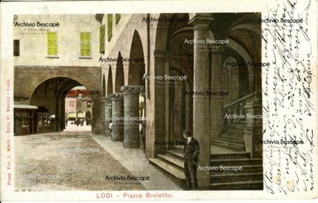 Lodi - Piazza Broletto